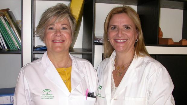 A la izquierda Agustina Rosselló, con Carmen Candela, directora de Enfermería de este área sanitaria