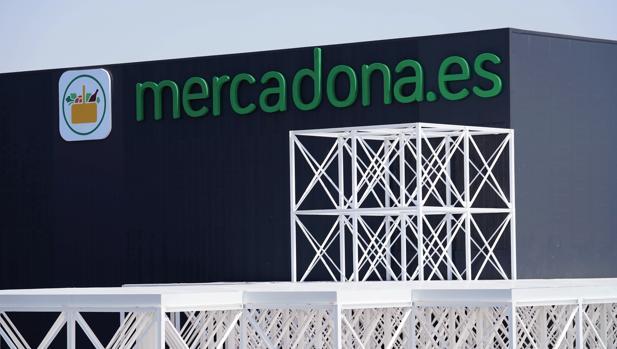 Fachada del almacén de venta online de Mercadona en Valencia