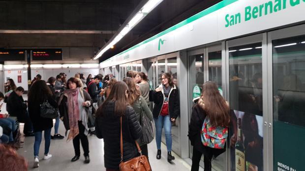 Los trabajadores del metro de Sevilla piden subidas salariales