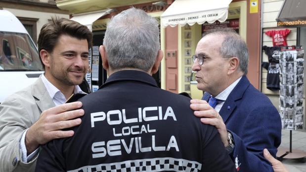 Beltrán Perez junto a Jesús Gómez Palacios durante la presentación de este domingo