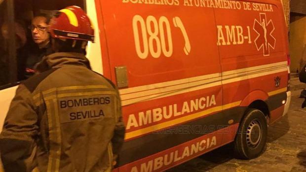 Los servicios de emergencias acudieron rápidamente al lugar del suceso, una vivienda de la calle Malagueña, en San Pablo