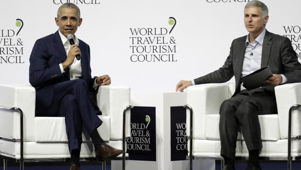Barack Obama, junto al CEO de Hilton, Chris Nassetta
