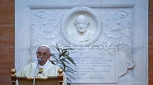 El Papa celebra misa en el cementerio de Roma e invita a perdonar