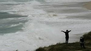 Galicia, en alerta roja este lunes por fuerte oleaje