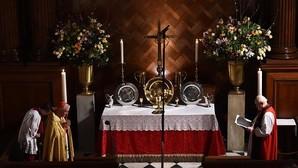El palacio de Enrique VIII celebra la primera misa católica 450 años después del cisma