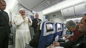 El Papa admite la posibilidad de usar anticonceptivos para evitar embarazos ante el virus zika