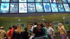Facua denuncia a dos cines de Madrid y uno de Galicia por prohibir la entrada de comida y bebida del exterior