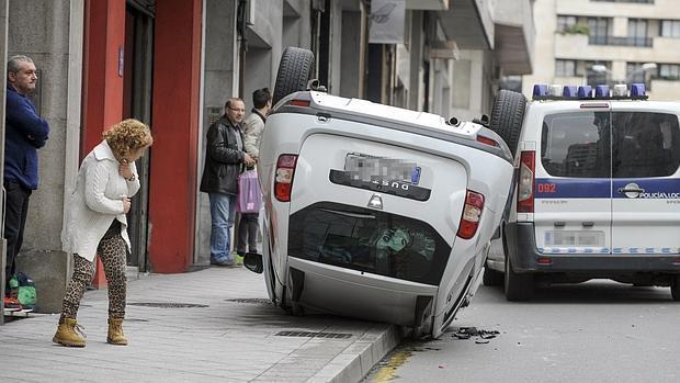 Aparatoso accidente en una calle de Orense