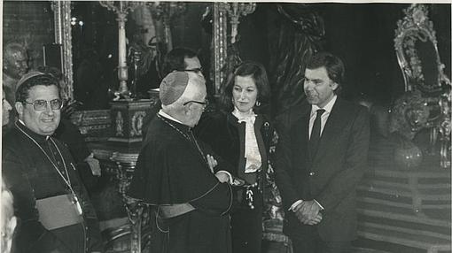 El cardenal Tarancón (centro) y Gabino Díaz Merchán en noviembre de 1982 junto a Felipe González