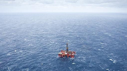 Una plataforma petrolífera marina