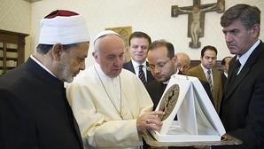 El principal líder de los musulmanes afirma que el Papa «es un hombre de paz que respeta las demás religiones»