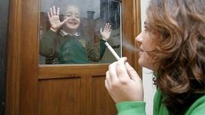 Los neumólogos abren la puerta a que el tabaquismo pasivo se considere maltrato infantil por sus múltiples riesgos para la salud