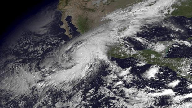 Imagen de satélite del Huracán Patricia, la última amenaza