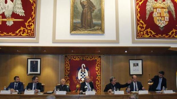 José Francisco Serrano Oceja (de izq. a der.), Bieito Rubido, cardenal Ricardo Blázquez, Carlos Romero, monseñor Ginés García Beltrán y Pablo Martín de Santa Olalla