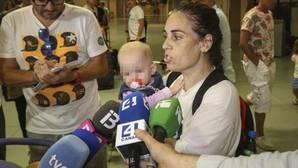 Un año sin poder salir de Moscú con su hija nacida de un vientre de alquiler