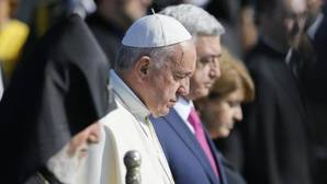 El Papa reza «con dolor» por millón y medio de víctimas en el sobrecogedor memorial del genocidio armenio