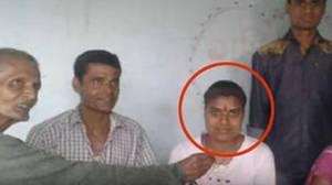 Una estudiante india de 17 años es detenida por haber hecho trampa en los exámenes