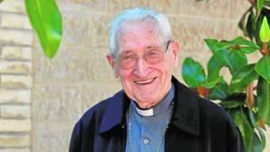Así es la vida del obispo más longevo de España