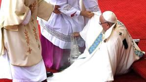 El Papa sobre su caída en Polonia: «Me dejé caer, si no me habría hecho daño»