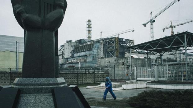 El reactor número cuatro y el sarcófago de protección en Chernóbil