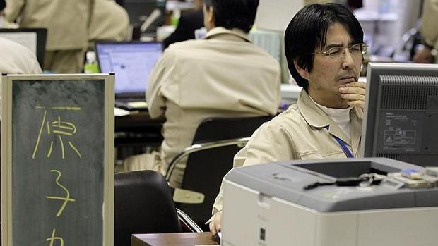 Un trabajador japonés en la oficina