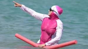 El «burkini» y el nudismo en España, las nuevas formas de acudir a las costas