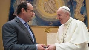 Hollande viaja a Roma para agradecer al Papa su apoyo tras los atentados terroristas en Francia