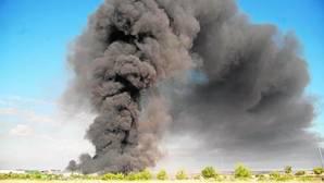 Ecologistas en Acción denuncia la falta de información sobre los contaminantes del incendio de Chiloeches