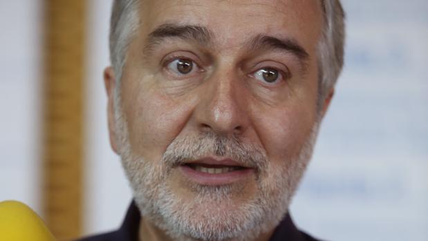 Ángel Gil, portavoz de la Comisión técnica formada para abordar los casos de fiebre hemorrágica