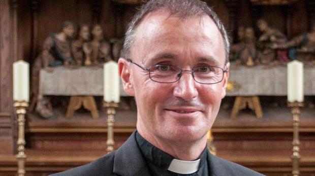 Nicholas Chamberlain, de 52 años, prelado de Grantham, al Noreste de Inglaterra, se convirtió el pasado viernes en el primer obispo anglicano que sale del armario