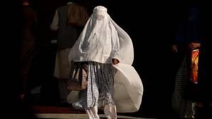 Un hombre prende fuego al burka de una mujer que caminaba junto a sus dos hijos por Manhattan