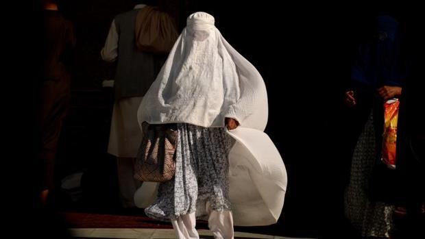 Una mujer musulmana, ataviada con un burka, se encontraba paseando por las calles de Manhattan (Nueva York) acompañada por sus dos hijos cuando se vio envuelta en llamas