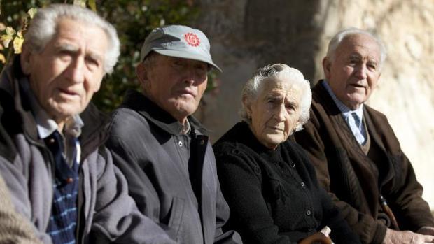 Un total de 8,3 millones de personas superaban los 65 años en España en 2015