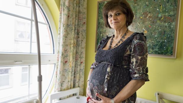 Lina Álvarez será madre por tercera vez a los 62 años
