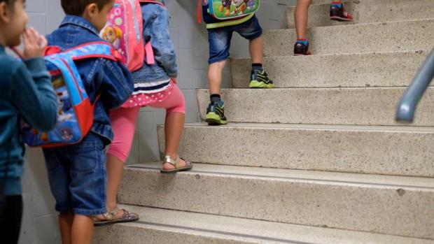 El gasto familiar medio por alumno de la pública en estudios reglados era de 822 euros anuales