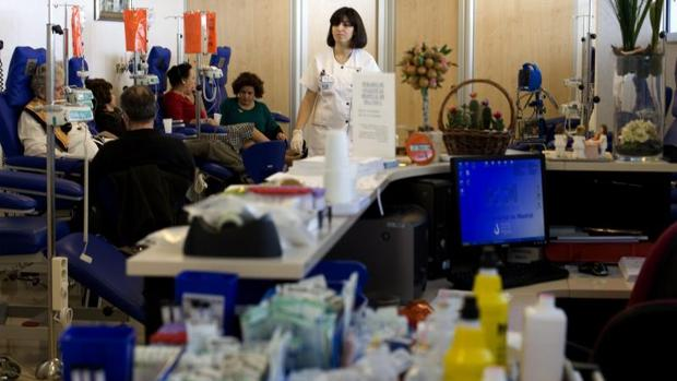 La quimioterapia es uno de los tratamientos más empleados en el tratamiento del cáncer y la radioterapia es un tratamiento exclusivamente local