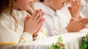 Así administra la Iglesia el sacramento de la primera Comunión en España