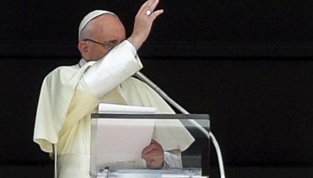 El Papa Francisco durante el rezo del Angélus