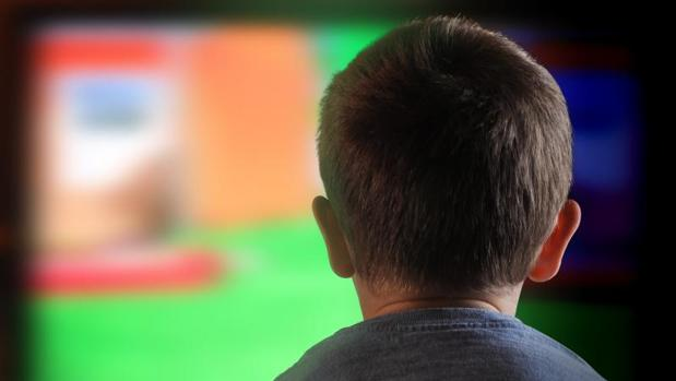 Un estudio advierte de que los niños españoles están sobreexpuestos a anuncios de «comida basura»