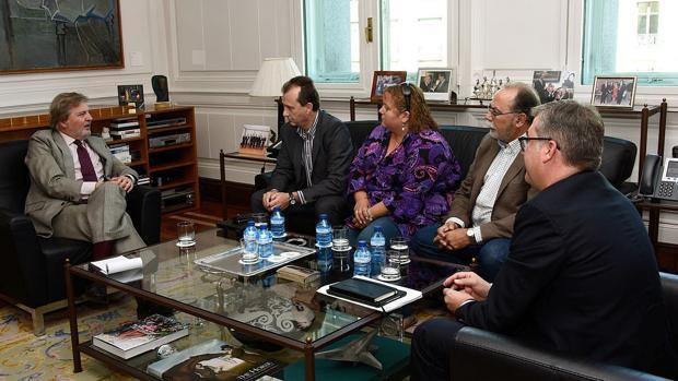 El ministro de Educación, Íñigo Méndez de Vigo, durante la reunión que mantuvo ayer con la Ceapa