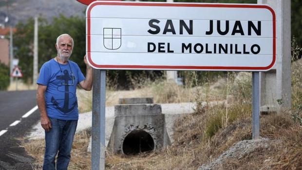 Andrés Herranz, alcalde de San Juan del Molinillo, localidad natal del hombre de 62 años que falleció en Madrid el pasado 25 de agosto como consecuencia del virus de fiebre hemorrágica Crimea-Congo, que pudo coger por la picadura de una garrapata