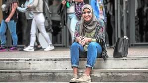 """La joven musulmana vetada en clase: «La gorra es una prenda temporal. El """"hiyab"""" es mi identidad»"""