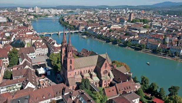 Sancionan a un estudiante musulmán en Basilea por negarse a estrechar la mano de sus profesoras