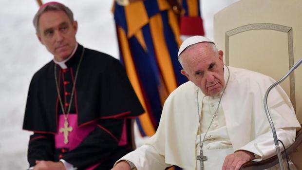 El Papa Francisco durante la audiencia con los familiares de las víctimas del atentado terrorista de Niza