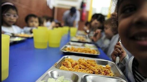 Más de 200.000 firmas para que se done la comida sobrante de los comedores escolares
