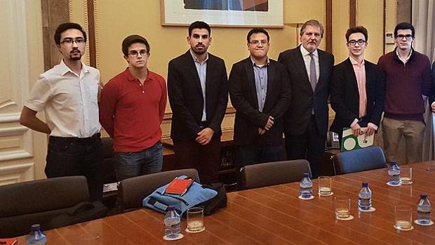 El ministro de Educación recibe a los representantes de los estudiantes