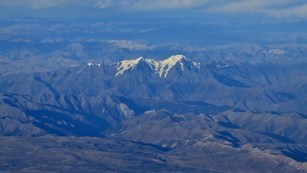 Por culpa del cambio climático, cada vez son menos las montañas nevadas en el Tíbet