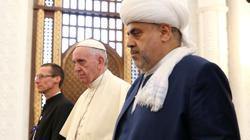 En la mezquita, con el jefe de los musulmanes del Cáucaso