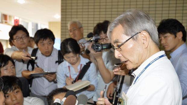 Los periodistas se agolpan a las puertas del hospital de Oguchi