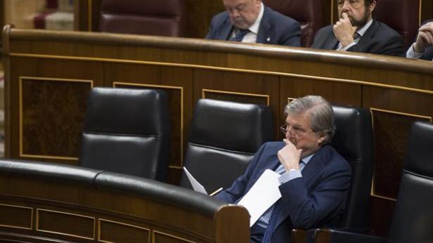 El ministro de Educación, Íñigo Méndez de Vigo, en su escaño del Congreso de los Diputados